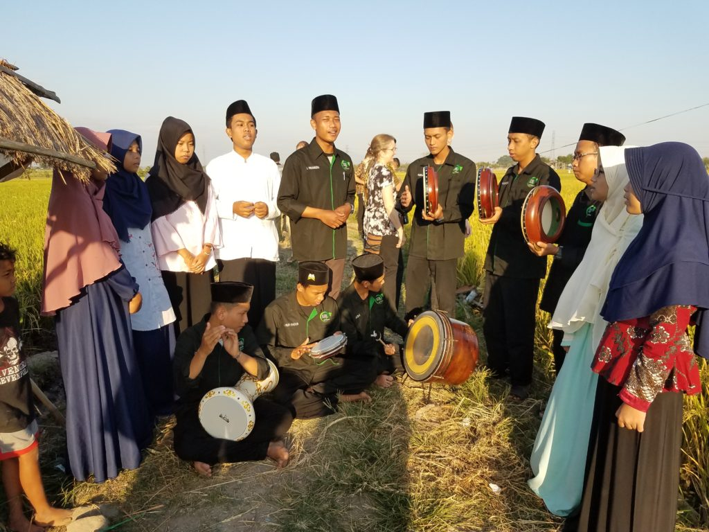 Both the Chamber Choir and an Indonesian choir sang in a rice field. Trip participants stop to listen to Indonesian music.